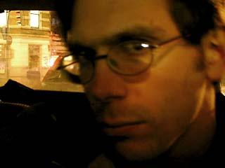 Dennis (skeptisch guckend)